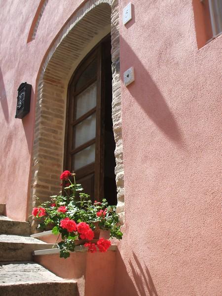Entrance from Vicolo Nardi